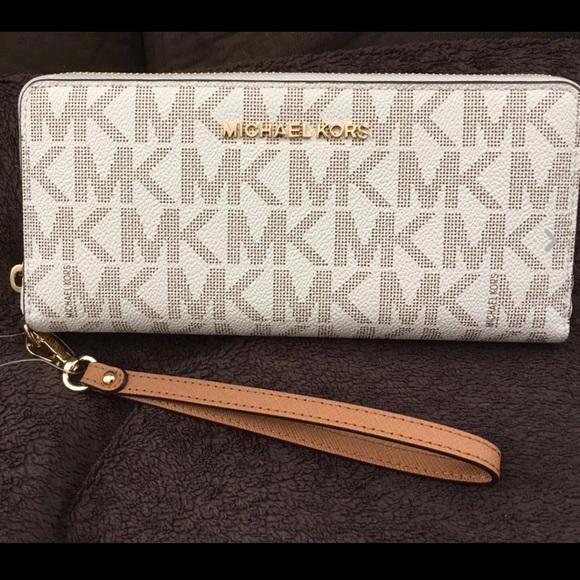 michael kors bags vanilla leather zip wallet wristlet poshmark rh poshmark com